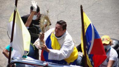 Photo of Venezuela renueva consagración a Jesús Sacramentado y la Virgen de Coromoto