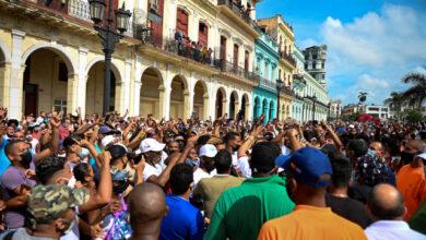 Photo of Cuba es viral: Las calles son un hervidero y hasta un sacerdote fue detenido