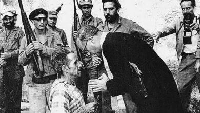 Photo of Foto Pulitzer, Cuba 1959: un cura confiesa a un hombre que va a ser asesinado por los castristas