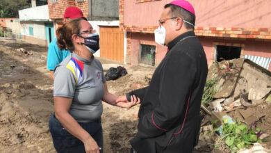 Photo of «Kike», el obispo que enfrentó a la guardia de Maduro tras deslaves en Mérida